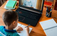 Éducation : enseignants et profs disent avoir maintenu le contact avec plus de 90% des élèves