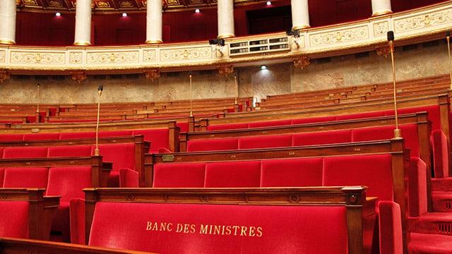 """Mandat national et local : une étude s'inquiète d'un """"Parlement hors-sol"""""""