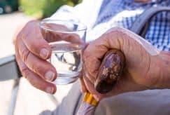 Canicule, Covid : le difficile accompagnement des personnes âgées