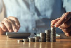 Quelles sont les conséquences indemnitaires suite à une résiliation pour irrégularité lors de la passation du marché ?