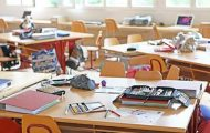 Covid-19 : vers un protocole allégé à l'école et moins de fermetures de classes