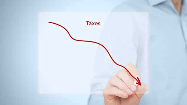 """Relance : les collectivités subiront la baisse des """"impôts de production"""" des entreprises"""
