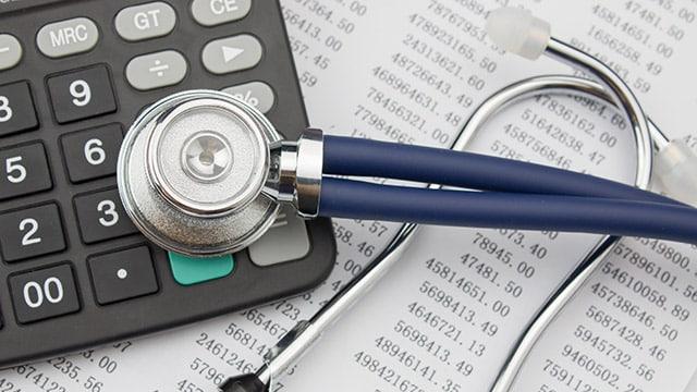 Covid-19 : Olivier Véran annonce 2,5 milliards supplémentaires pour les établissements de santé