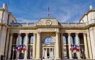 Emmanuel Macron impose un couvre-feu en Île-de-France et dans huit métropoles
