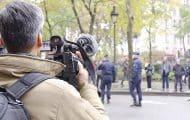 """Filmer la police : la Défenseure des droits réclame """"le retrait"""" de l'article de loi"""