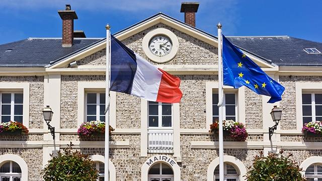 Confiance politique : les Français plébiscitent leurs élus locaux