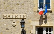 """Covid : c'est aux maires """"de décider des modalités d'un reconfinement éventuel"""", affirme François Baroin"""