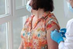 Pharmaciens, infirmiers et sages-femmes autorisés à vacciner contre la Covid-19