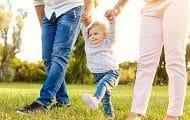 Le congé parental toujours largement boudé par les pères, constate une étude