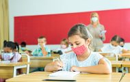 Écoles : le Conseil scientifique recommande de dépister davantage pour éviter les fermetures de classes