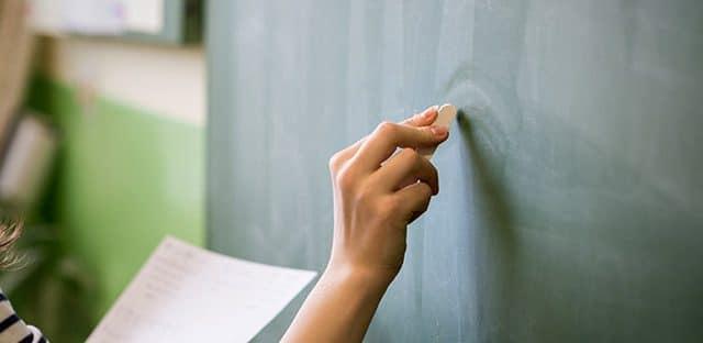 Les salaires des enseignants à la traîne en France, pointe l'OCDE