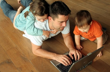Une-mission-de-l-IGAS-preconise-un-conge-de-paternite-d-un-mois